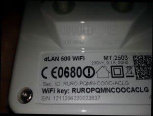 Devolo dLAN 500 : La clé Wifi est notée à l'arrière des modules