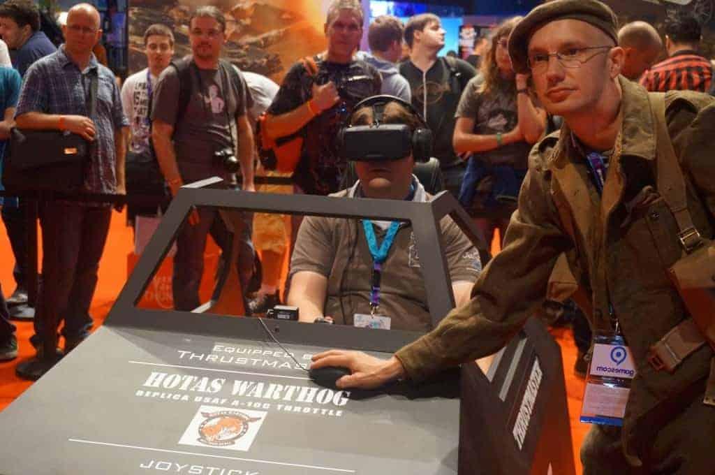 Gamescom 2014 : Gwen teste War Thunder avec l'Occulus rift