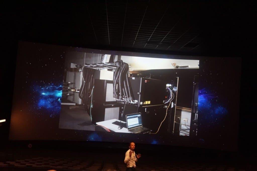Laser Ultra - Une vue sur le matos en salle de projection