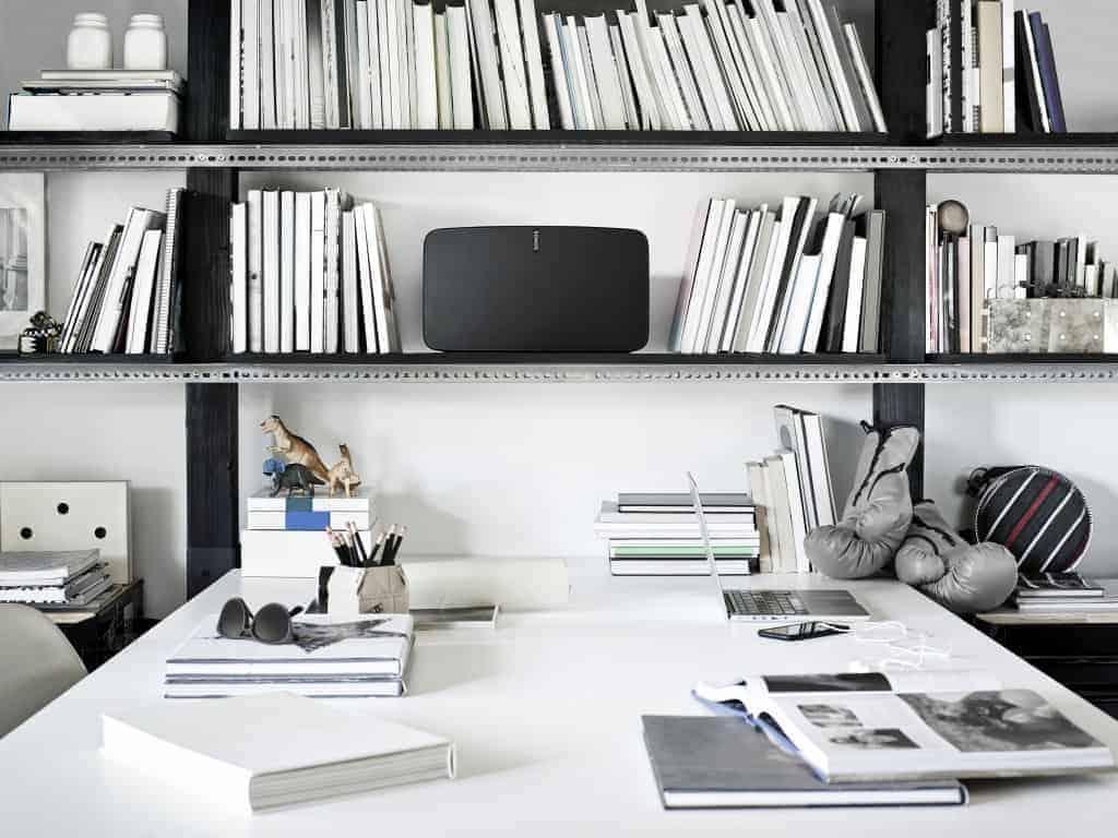 Sonos Play 5 - Cela manque un peu d'ordi pour être un bureau de geek.