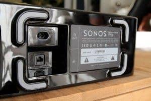 Sonos Playbar & Sub - Une prise alim, une entrée réseau, c'est un peu léger pour un si gros Sub ! ©Photos Violaine Fouillouse