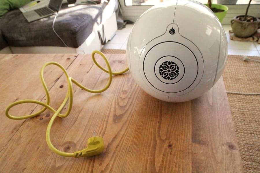 https://www.sitegeek.fr/wp-content/uploads/2015/12/devialet-phantom-cable.jpg