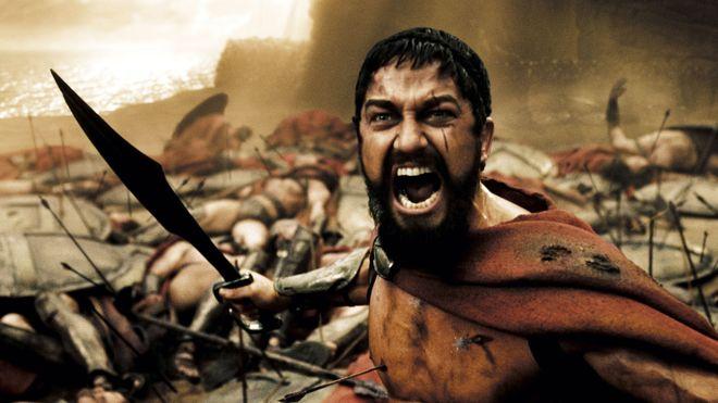 """Difficile de ne pas penser à 300 et cette fameuse scène """"This is Sparta !!!"""" en recevant les directives de Léonidas au début du jeu"""