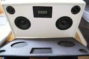 Soundtower XL - L'avant dissimule un écran LCD.