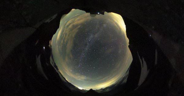 Un exemple de photo du ciel a 360 degrés trouvé sur le web
