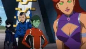 Starfire gère est ici la chef des Teen Titans