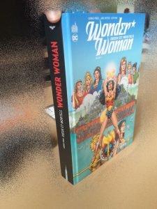 Wonder Woman - Dieux et Mortels / Oubliez la lecture dans le train.