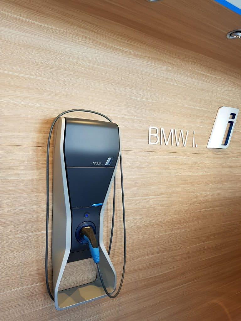 Bmw i3s - BMW propose des bornes à installer dans votre garage pour entre apd de 1009€
