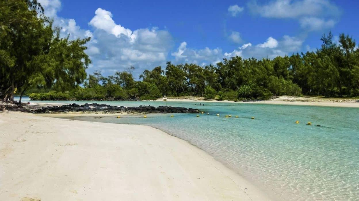 Pour bénéficier du régime fiscal très avantageux de l'île Maurice , il faut y habiter réellement 6 mois par an.