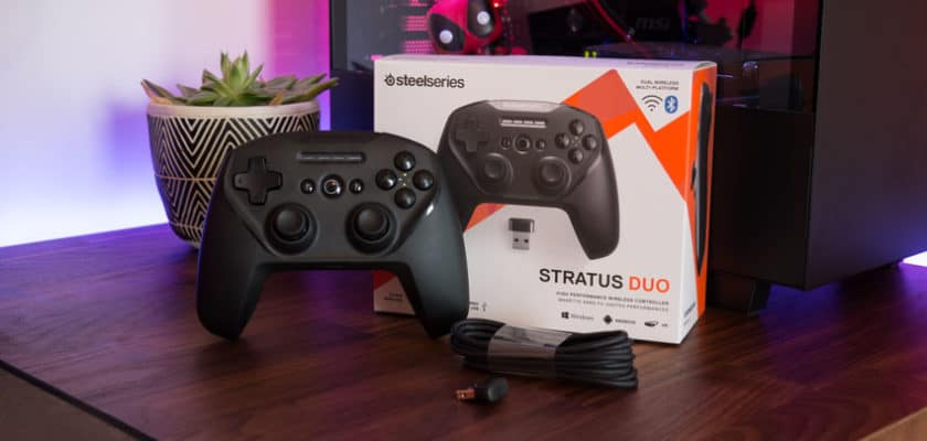 La SteelSerie Stratus Duo posée sur une table