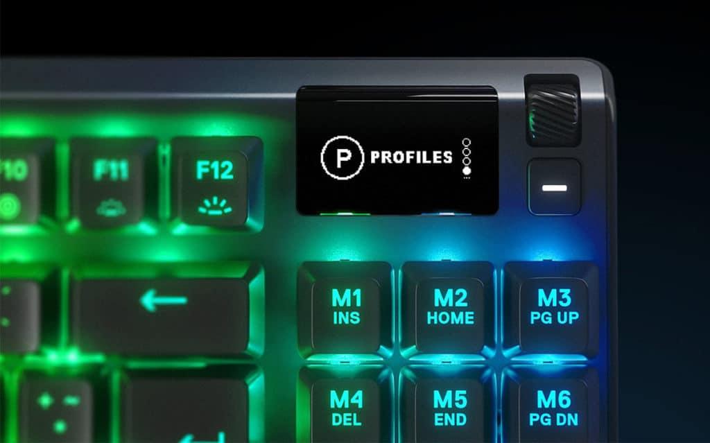 Gros plan sur l'écran OLED du SteelSeries Apex Pro TKL