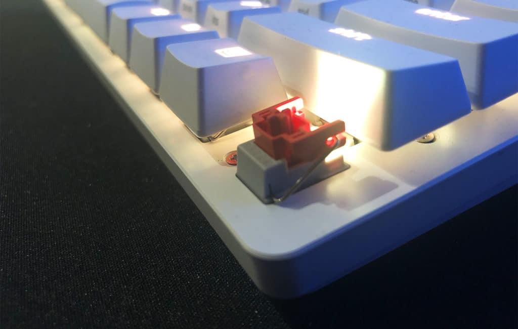 Gros plan sur un des switch du Razer Huntsman Mini