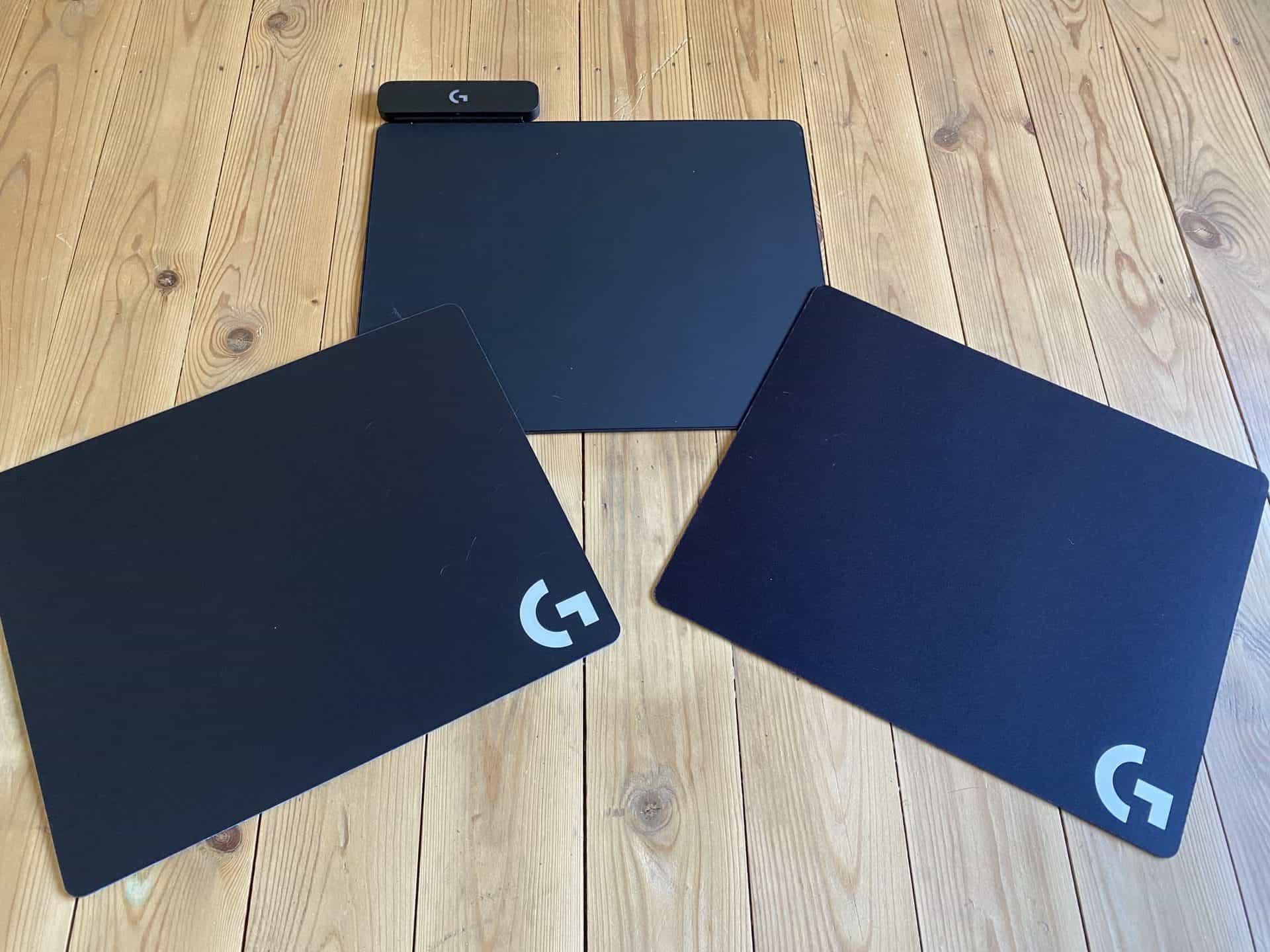 Les deux surfaces livrées avec le Logitech Powerplay