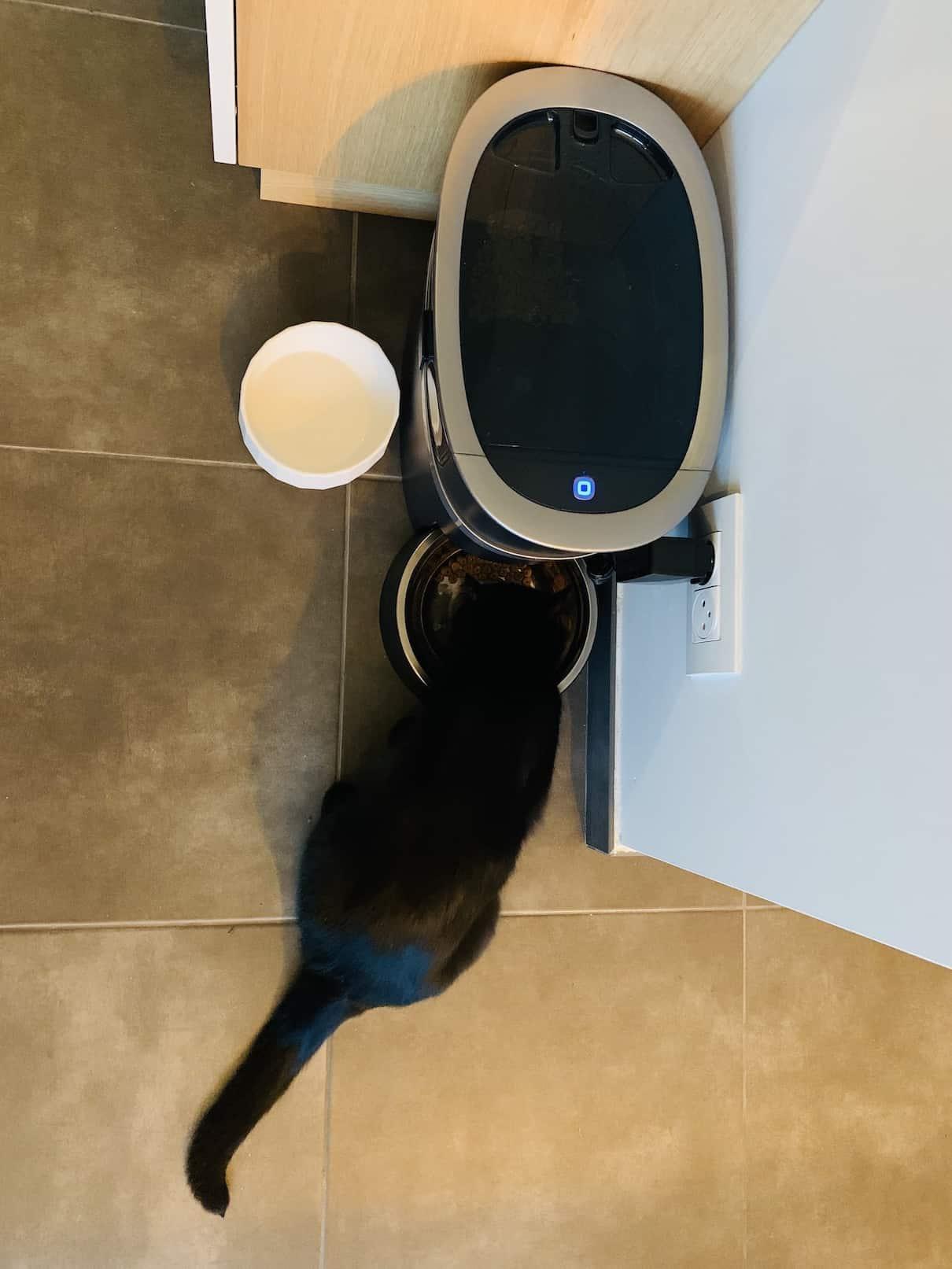 Le PetSafe Smart Feed est assez imposant